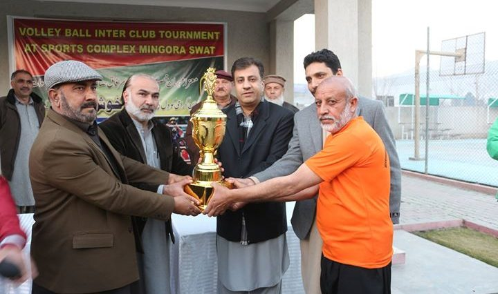 کھیلوں کے فروغ کیلئے ضلعی انتظامیہ کی ایک اور کاوش ، آفیسر سپورٹس کمپلیکس میں والی بال ٹورنمنٹ کا ان