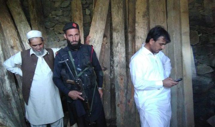 اے سی خوازہ خیلہ آصِف علی کا میاندم کے منظم لکڑی سمگلروں کے خلاف کارروائی، لاکھوں روپے مالیت کی لکڑی