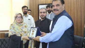 Deputy Commissioner Swat Saqib Raza Aslam is presenting shield to the Dy. Director, Pakistan Provinc
