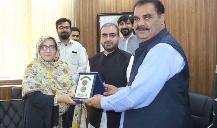 Deputy Commissioner Swat Saqib Raza Aslam is presenting shield to the Dy. Director, Pakistan Provinc