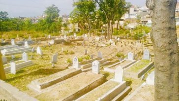 CLEANLINESS DRIVE AT GRAVEYARDS.