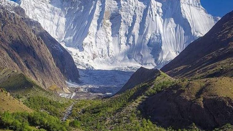 DescriptionKoyo Zom is the highest peak in the Hindu Raj mountain range in Pakis