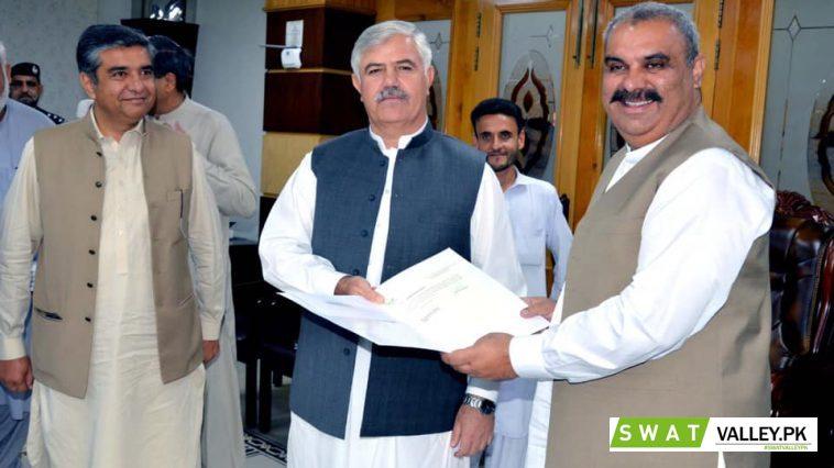 وزیر اعلیٰ خیبرپختونخوا محمود خان کی زیر صدارت ضلعی انتظامیہ کی کارکردگی کے حوالے سے اجلاس۔
