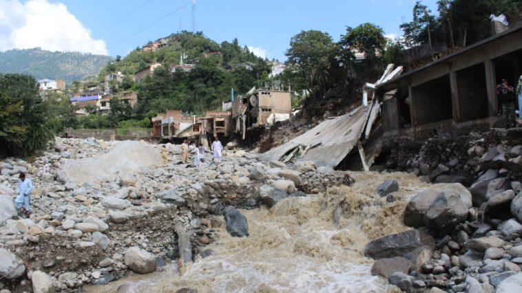 ڈپٹی کمیشنر سوات ثاقب رضا اسلم مدین تیرات شاہ گرام مدین میں سیلابی ریلہ میں نقصان پہنچنے والے مقامات