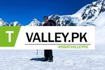 Mungkin gambar 1 orang, berdiri, bermain ski dan alam