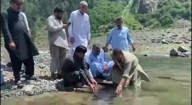 دریائے سوات میں اٹلی کی ٹراؤٹ مچھلیوں کی آمد  سوات: ڈپٹی کمشنر جنید خان کی خصوصی ہدایت پر ایڈیشنل ڈ
