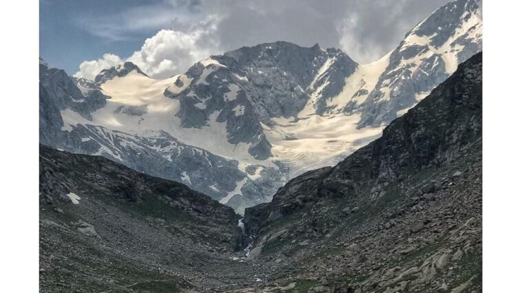 𝙺𝚊𝚝𝚘𝚛𝚊 𝙻𝚊𝚔𝚎 is an alpine glacial lake located in the upper reaches of Jahaz Band